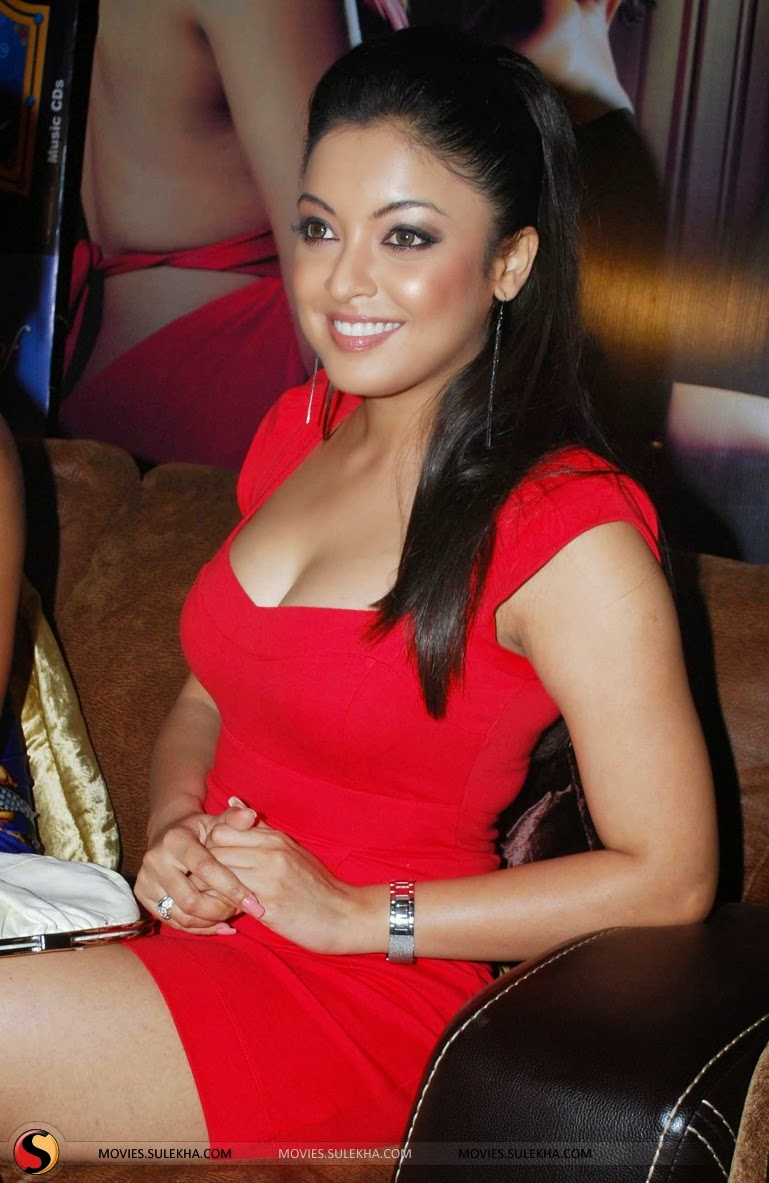 Tanushree Dutta boobs red
