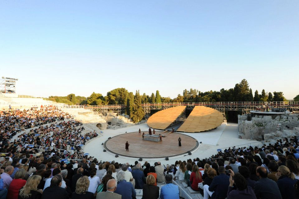 greek theatre in 5th century bce Nearly every greek and roman city of note had an open-air theater, the seats   depicting greek comedy from the late fifth and early fourth centuries bc.