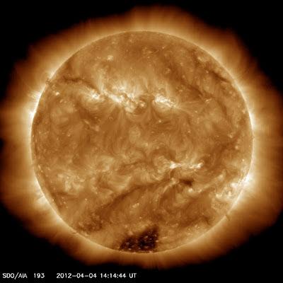 Agujero en la corona solar 04 de Abril de 2012