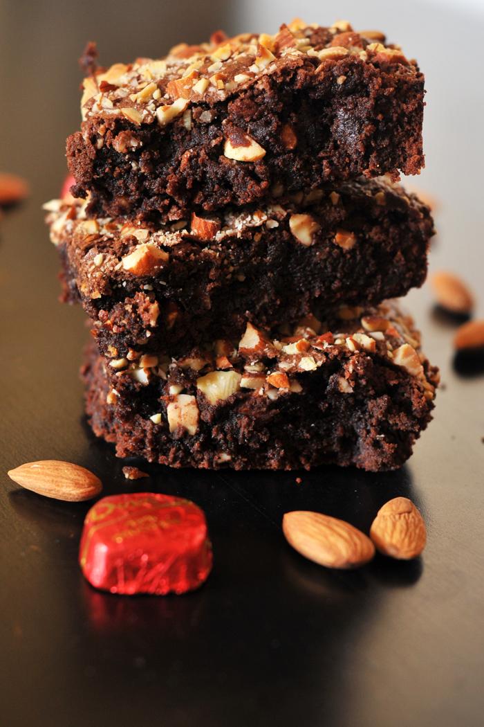 EASY HOMEMADE DARK CHOCOLATE ALMOND BROWNIES
