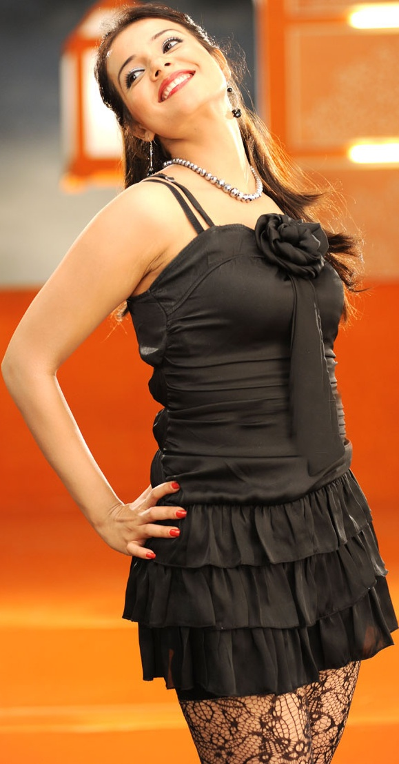 Beautiful Saloni In Hot Black Dress