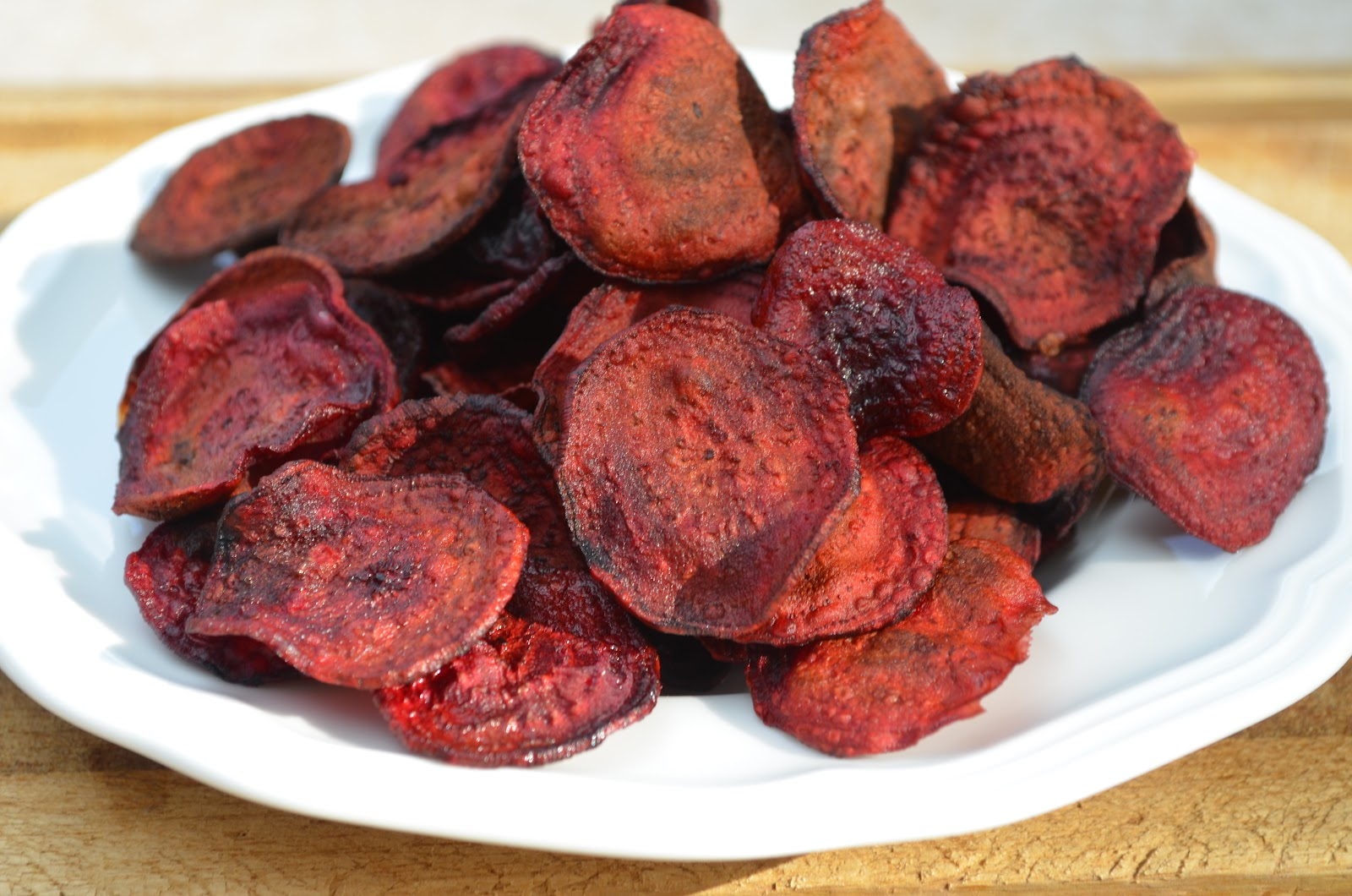The Inventive Vegetarian: Baked Beet Chips
