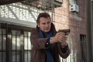 Liam Neeson en Caminando entre las tumbas