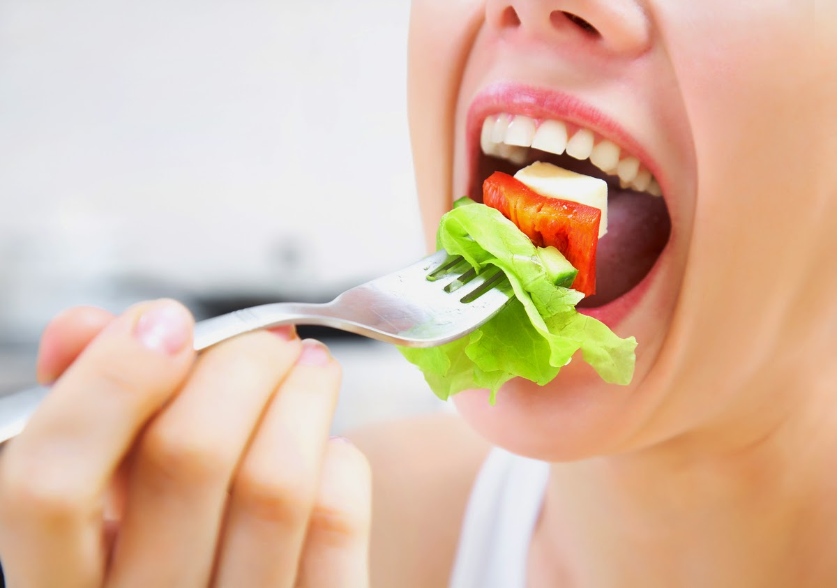 chewing the food, chewing healthy food