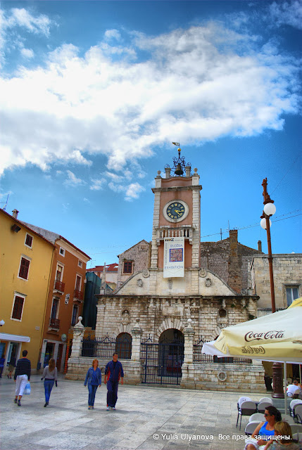 Часовая башня на Народной площади. Задар. Хорватия