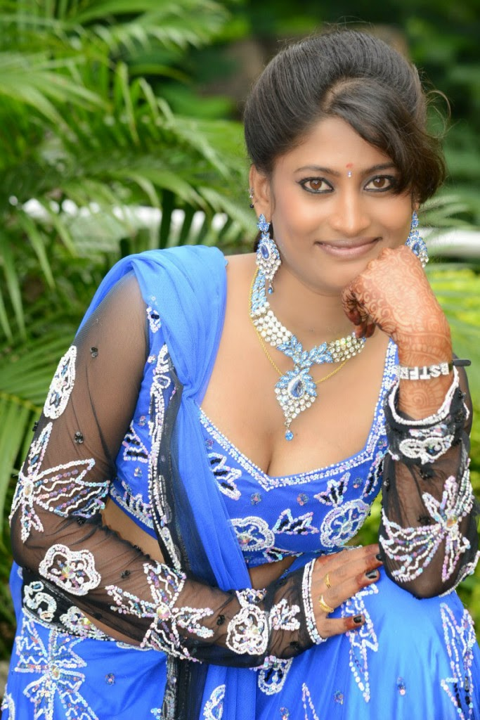 Actress mamatha hot cleavages and navel show stills cine gallery