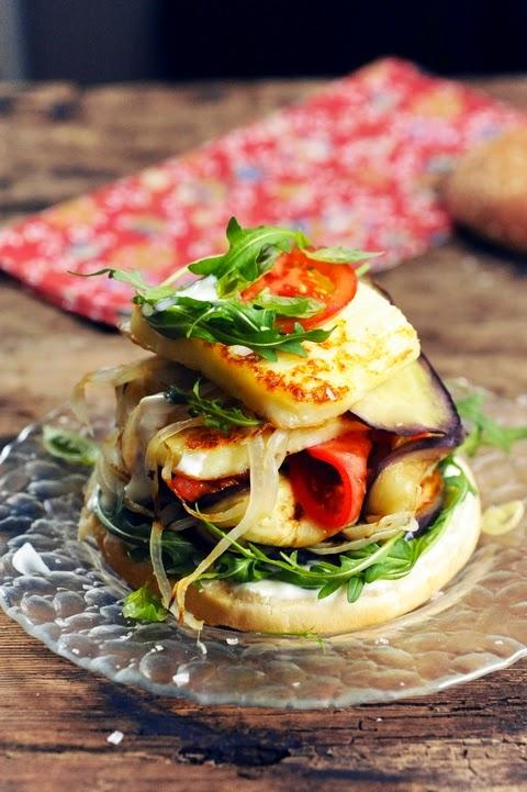 Et si c'était un temps à se mettre aux hamburgers végétariens ? Hamburger au Grillis et aux légumes grillés