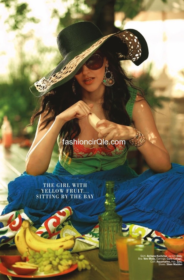 Neha looks amazing in this blue skirt with a green large rimmed hat - (3) - Neha Dhupia's Filmfare – July 2012