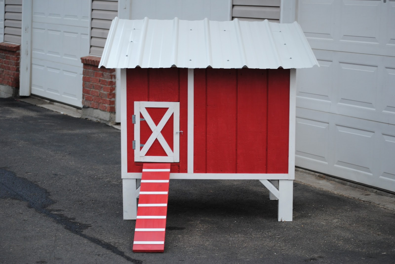 Re coop barn red chicken coop for Red chicken coop