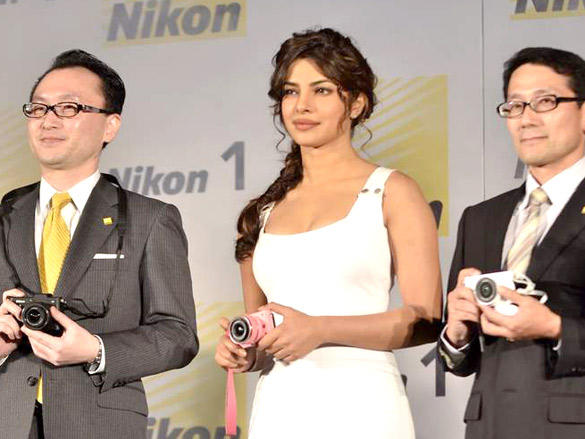 priyanka chopra launches nikon 1 cameras actress pics