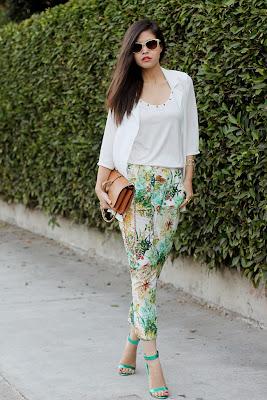 http://3.bp.blogspot.com/-BZorczpSQqg/Ug0YXNmbjvI/AAAAAAAAGjI/G9GfKOBP6Co/s1600/02-choies-chiffon-blazer-floral-sheinside-oriental-pants-oasap-brown-clutch-metallic-green-sandals-ootd-tbt-outfit.jpg