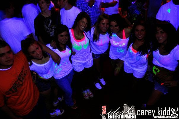 what to wear for glow party
