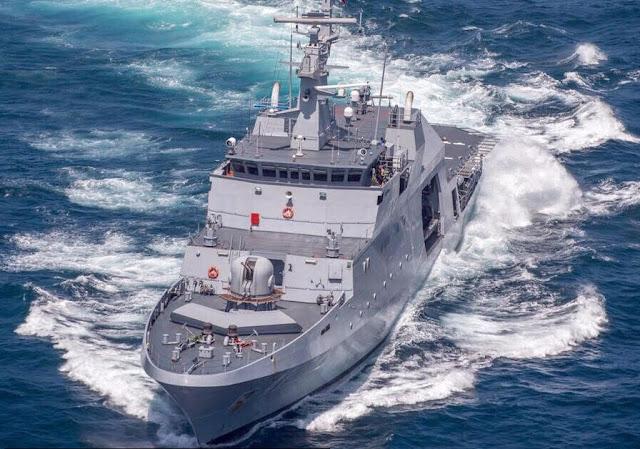 """El buque ARC """"7 de Agosto"""" arribó el pasado 29 de septiembre al puerto de Victoria, capital de la República de las Islas Seychelles, en donde brindó capacitación e instrucción a 18 miembros del cuerpo de Guardacostas y de la Policía Marítima del país."""
