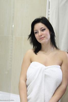 Nanni_taking a shower_1