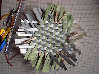 組んだりエコクラフトのバッグとかご P72 鉄線編み