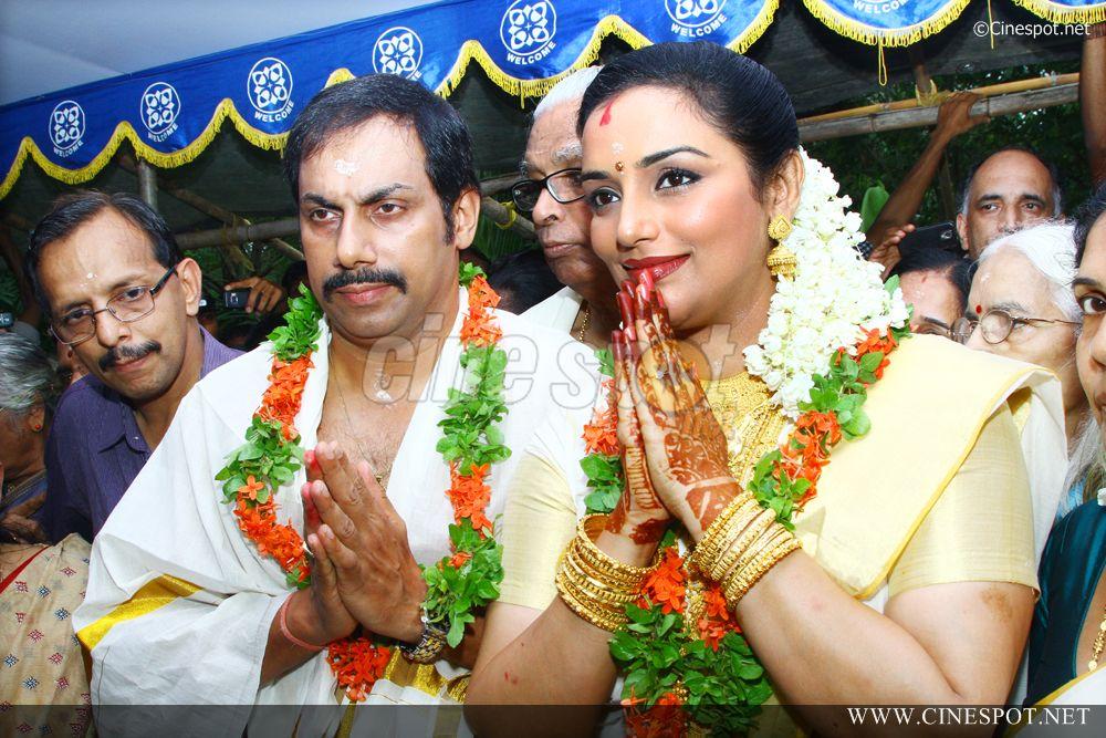 Swetha Menon Marriage Photos and Wedding Reception Stills ...