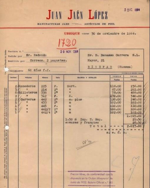 El 30 de noviembre de 1964 Juan Jaén López envía una factura a don Dámaso Carrera, en Binefar (Huesca) por billeteros, monederos y carteras