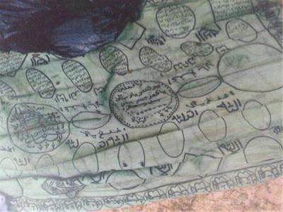 Kain Tangkal Pengganas Sulu yang tertera dengan kalimah Allah dan ayat-ayat Al-Quran