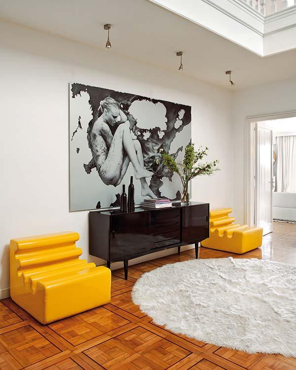 Die-Wohngalerie: Elegante Einrichtung in Schwarz-Weiß mit gelben ...