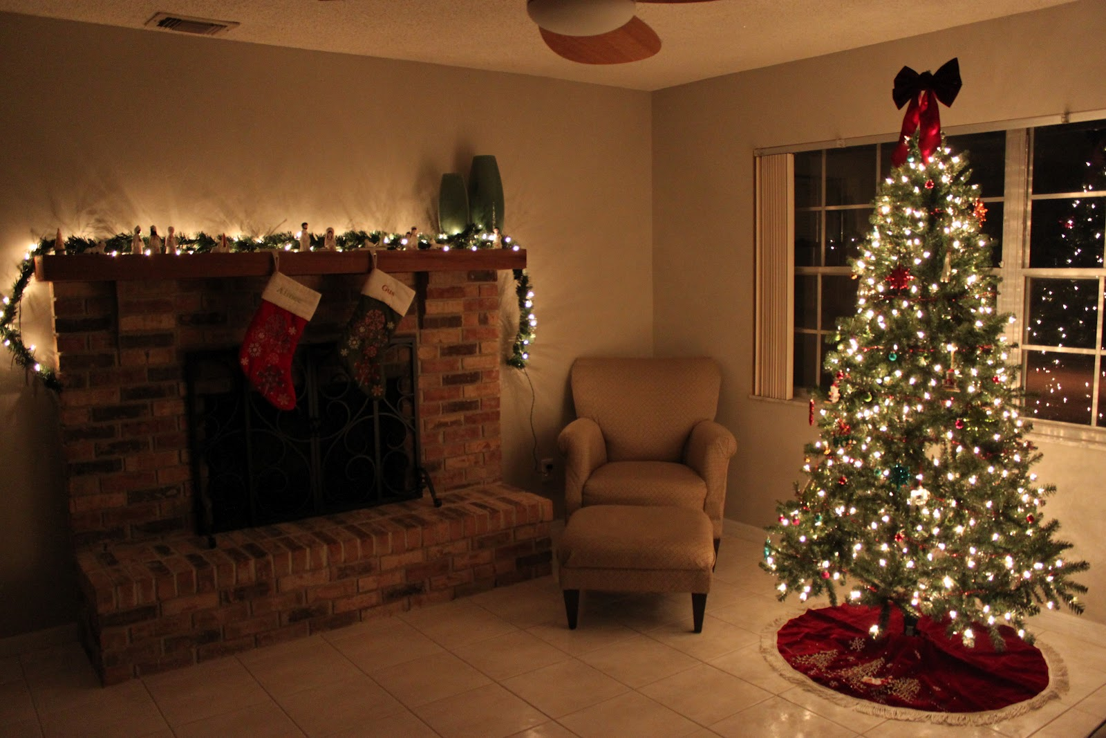 How To Decorate A Christmas Tree With Ornaments