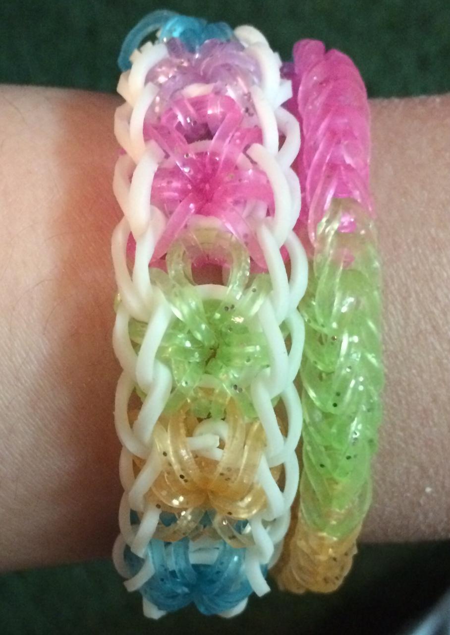 Rubber Band Bracelets @craftsavvy @blakergirl4life #craftwarehouse #rainbowloom #loombands #diy #rubberbandbracelets