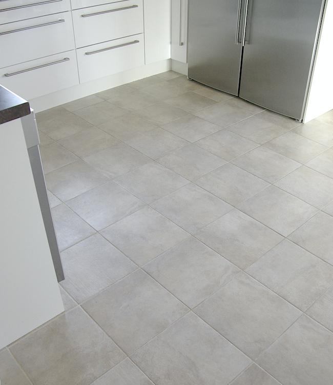 Keittiön lattia laatta  Perhekoti ilmapiiri