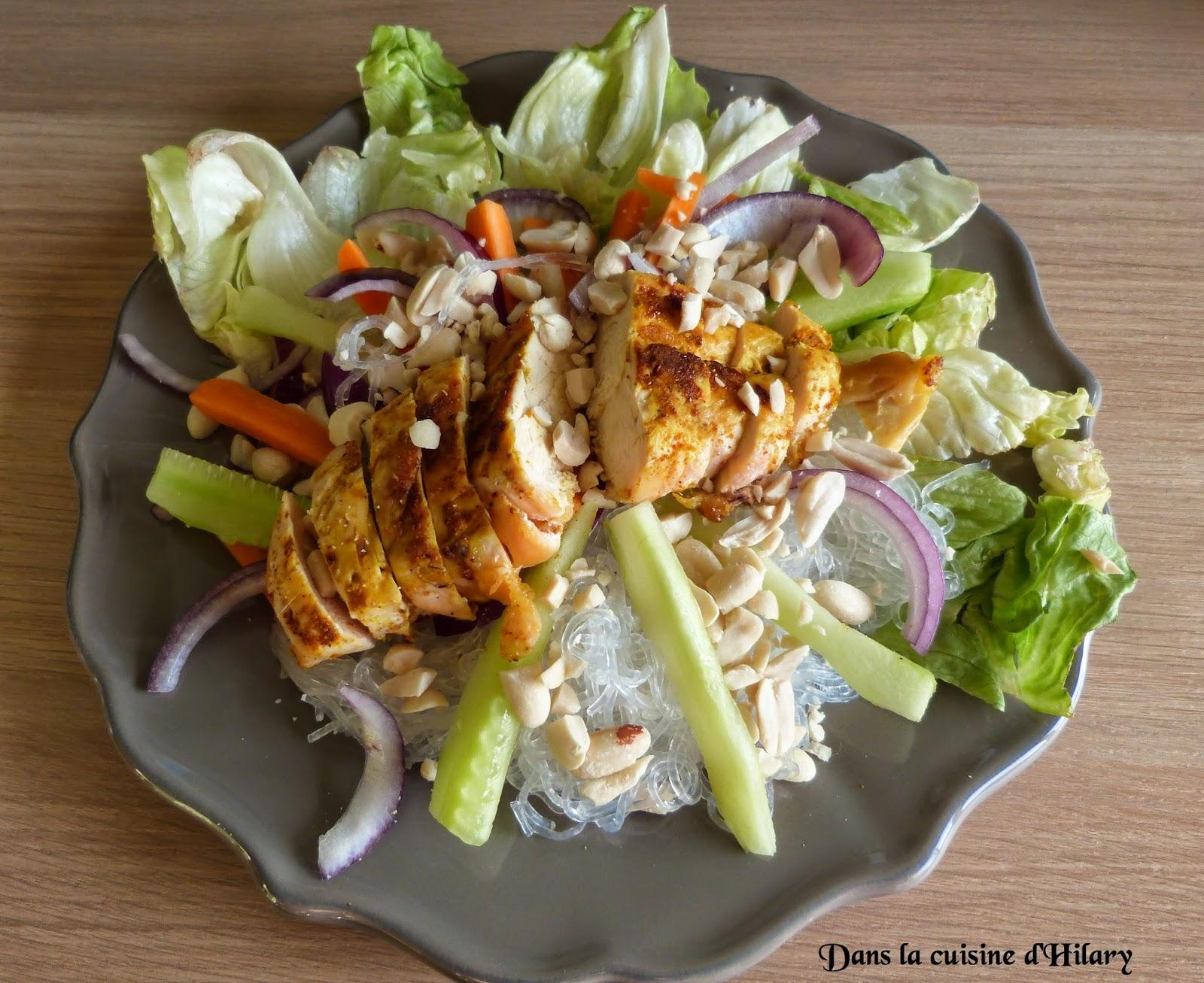 dans la cuisine d 39 hilary salade de poulet la tha e chicken thai salad. Black Bedroom Furniture Sets. Home Design Ideas