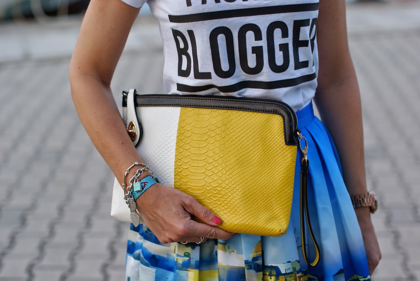 white and yellow clutch, fashion blogger t-shirt, Fashion and Cookies, fashion blogger