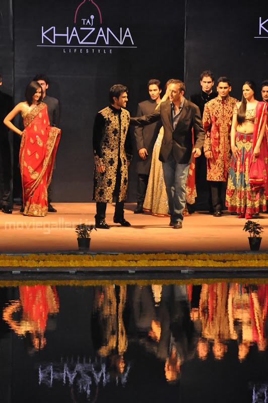 Ram Charan Teja Walks Ramp in TAJ KHAZANA Lifestyle Fashion Show function pics