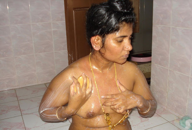 andhra aunty tara bathing