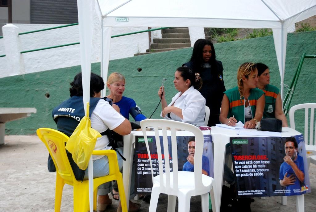 Equipe do PSF de Araras em ação no bairro Santa Cecília