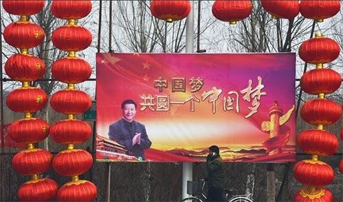 """Tấm áp phích với dòng chữ """"cùng nhau thực hiện một giấc mơ Trung Hoa"""""""
