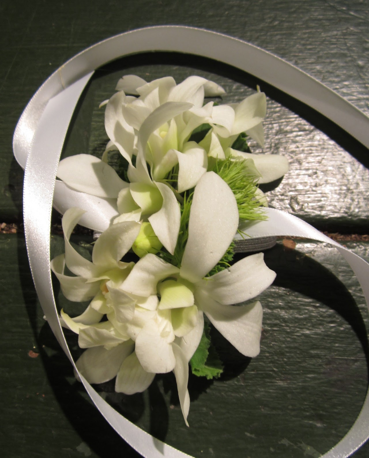 Sammys flowers white wedding corsages flowers for corsages need to hold up well outside of water our favorite corsage flowers include roses spray roses freesia orchids mini calla lilies mightylinksfo