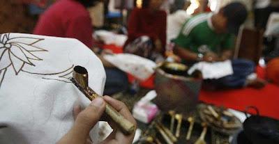 Wow,batik Masuk Kurikulum Di Italia [ www.BlogApaAja.com ]