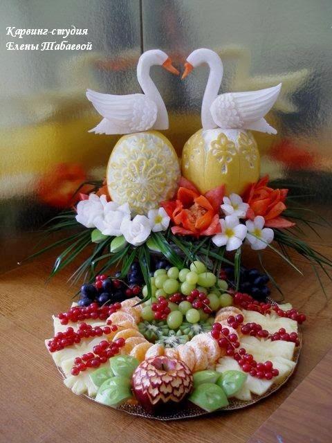композиция с помело и дыней