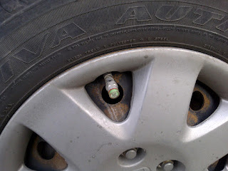 Picture of pressure monitor in tire valve stem, shows green when fully inflated