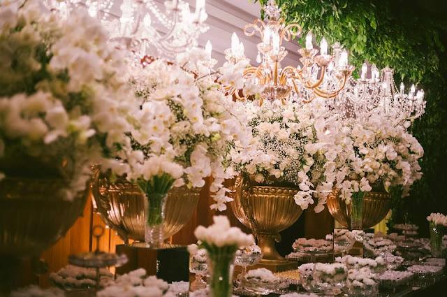 decoração recepção casamento lírio orquídea tulipa vermelho dourado branco mesa do bolo mesa de doces