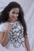 Telugu movie Ladies and Gentlemen photos-thumbnail-15