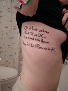 imagens de desenhos de tattoos na costela
