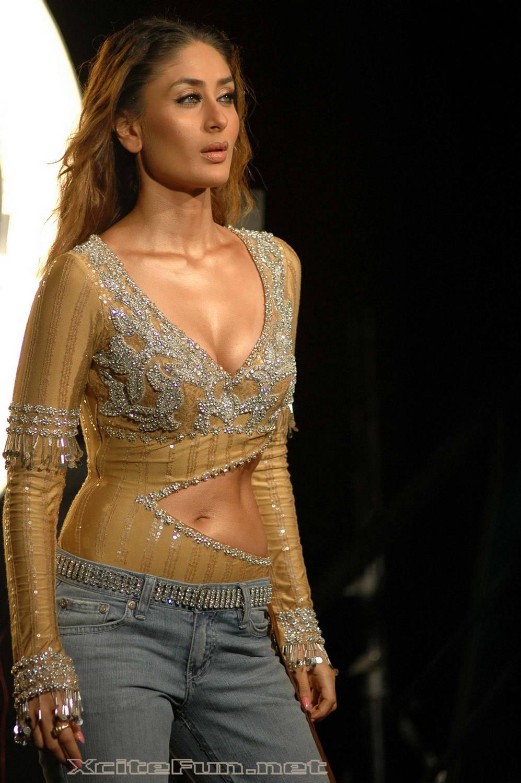 http://3.bp.blogspot.com/-Be9YfQ8Xuh4/TjJGuVLsP_I/AAAAAAAAANI/Mz6AXYxQueg/s1600/Kareena-Hot-and-Sexy-Wallpaper-Kareena-Pics.jpg