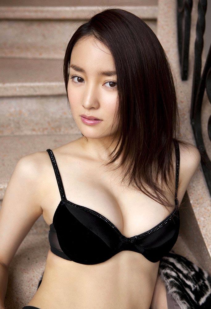 natsuko nagaike sexy boob cleavage 01