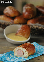 Pretzels de frankfurt con salsa de mostaza y miel
