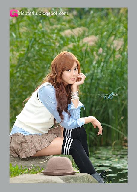 2 Kim Ha Yul in Mini Skirt-very cute asian girl-girlcute4u.blogspot.com