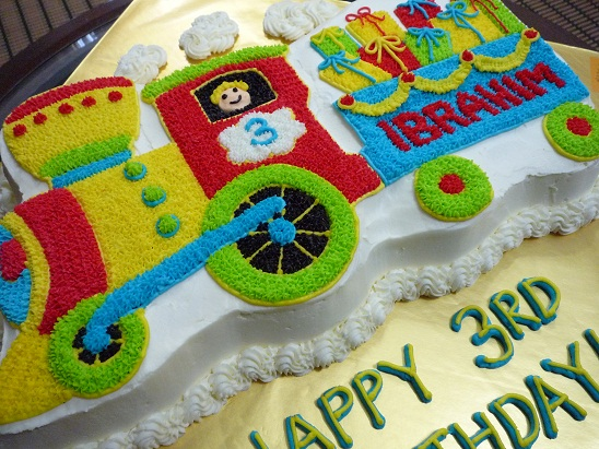 Cake With Train Design : GG Home Biz Cakes & Wedding Cakes: Train 3D Cake for Pn Adilah