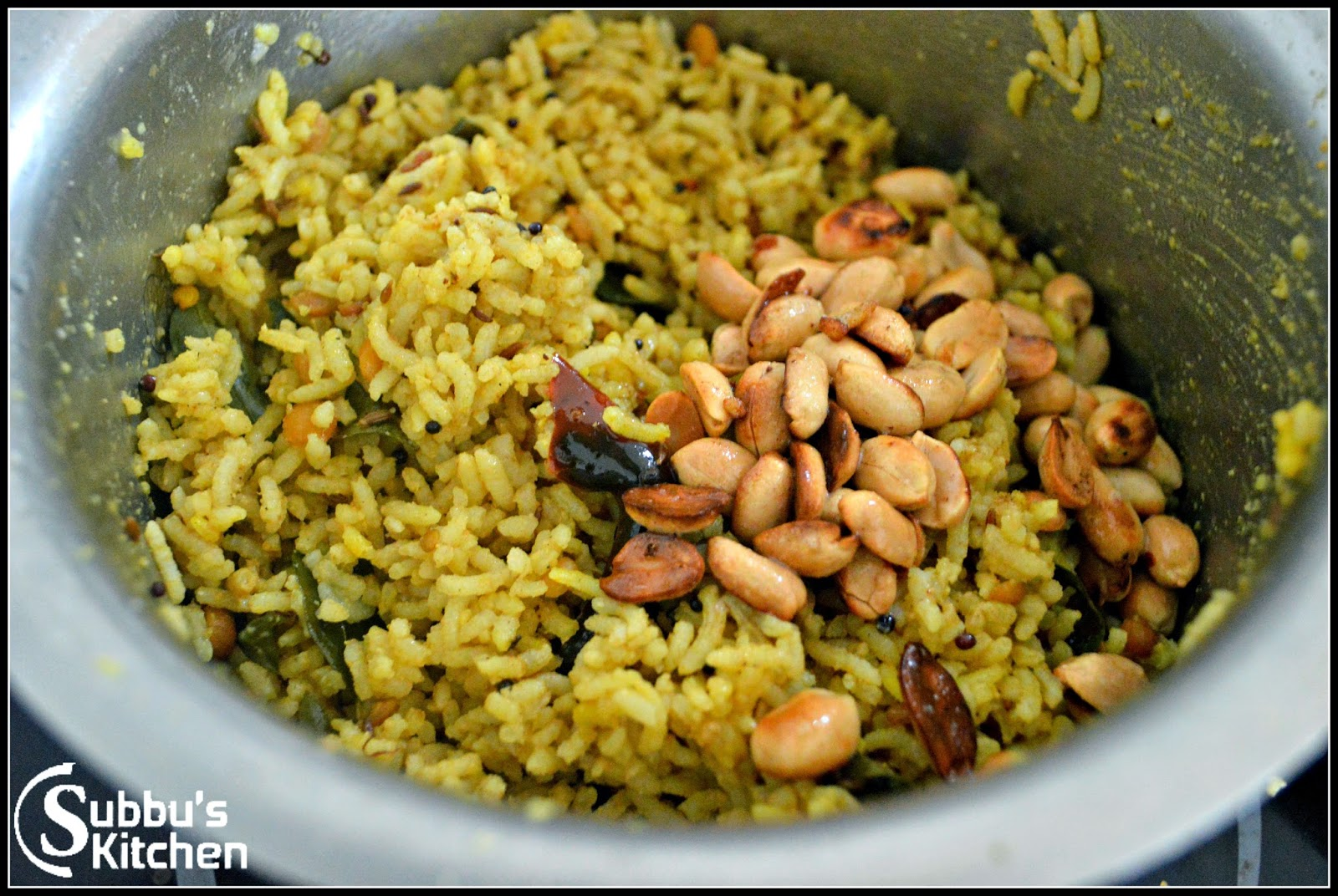 ... Pulihora | Andhra Tamarind Rice with stir-fried vegetable and papad