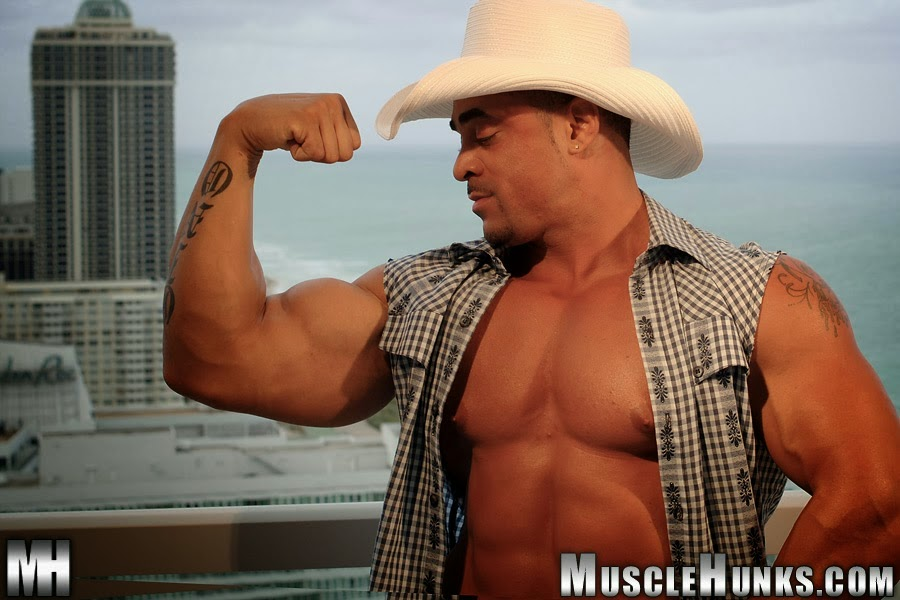 Cowboy Moreno Musculoso Tesudo