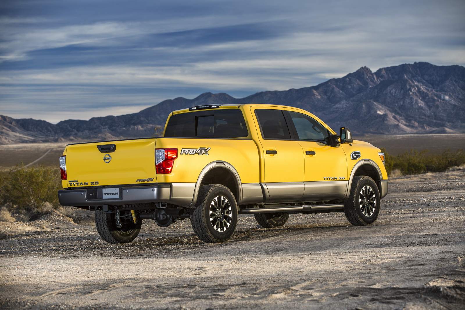 2016 nissan titan xd priced from 40 290 35 pics. Black Bedroom Furniture Sets. Home Design Ideas