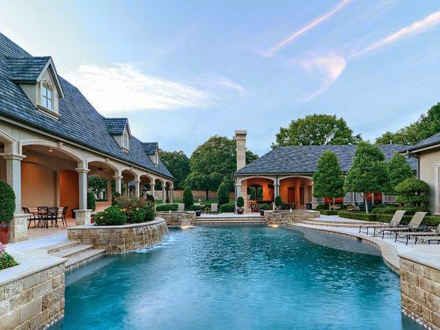 Tricked out mansions showcasing luxury houses amazing for Million dollar luxury homes