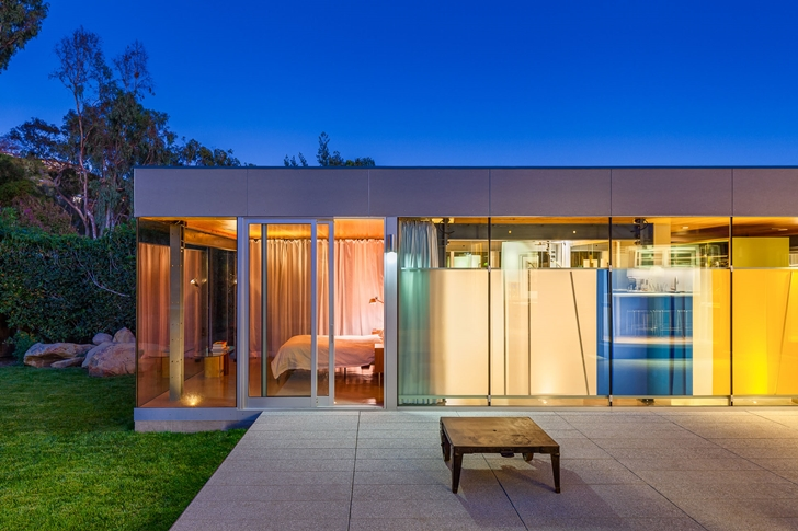 Modern wing of Suburban house by Shubin + Donaldson Architects