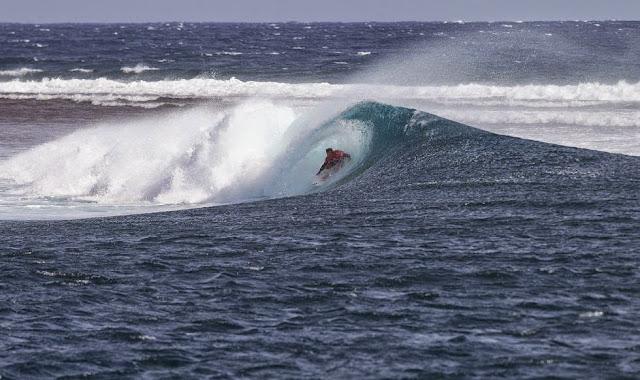 Fiji Pro 2014 Ronda 1 Foto ASP Kirstin Scholtz Josh Kerr